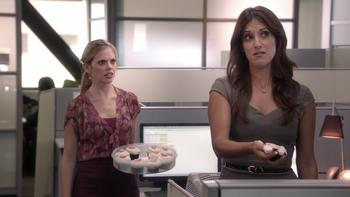 Episodio 8 (TTemporada 2) de Don't Trust the B---- in Apartment 23